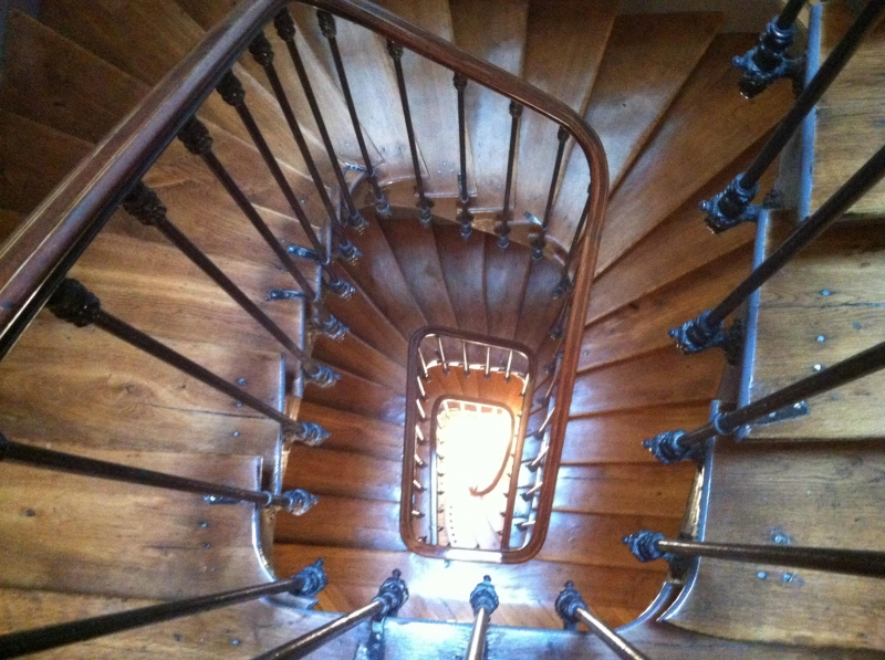 r novation d 39 une cage d 39 escalier d 39 un immeuble en. Black Bedroom Furniture Sets. Home Design Ideas